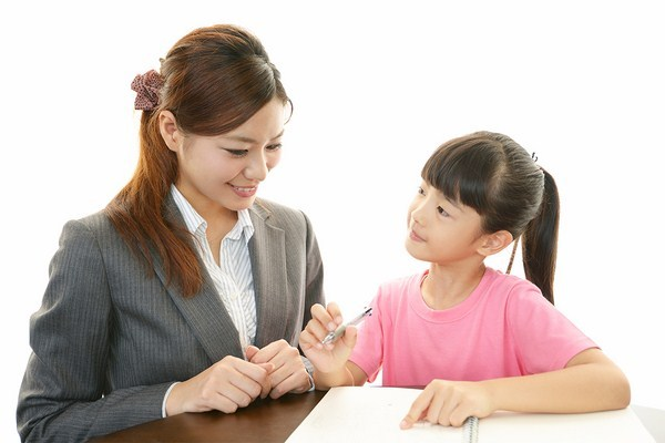 Gia sư toán giỏi sẽ giúp bé học tập dễ dàng